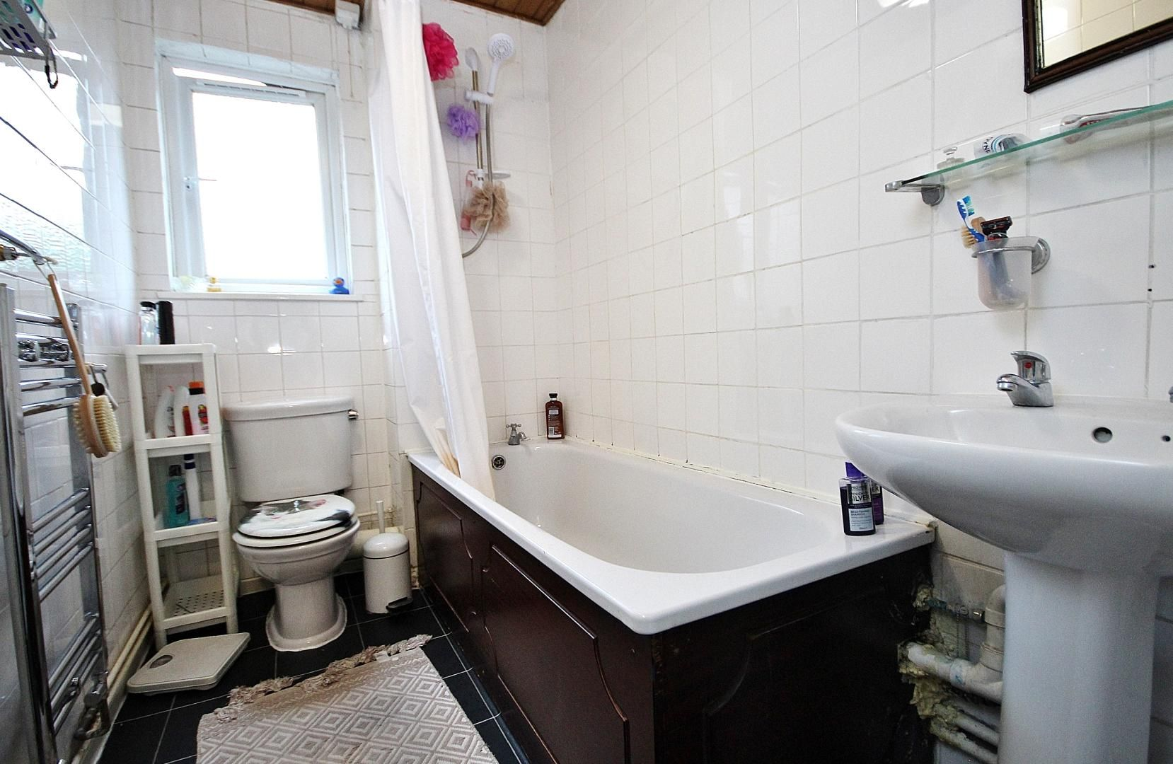 4 bed house to rent in Monthope Road  - Property Image 8