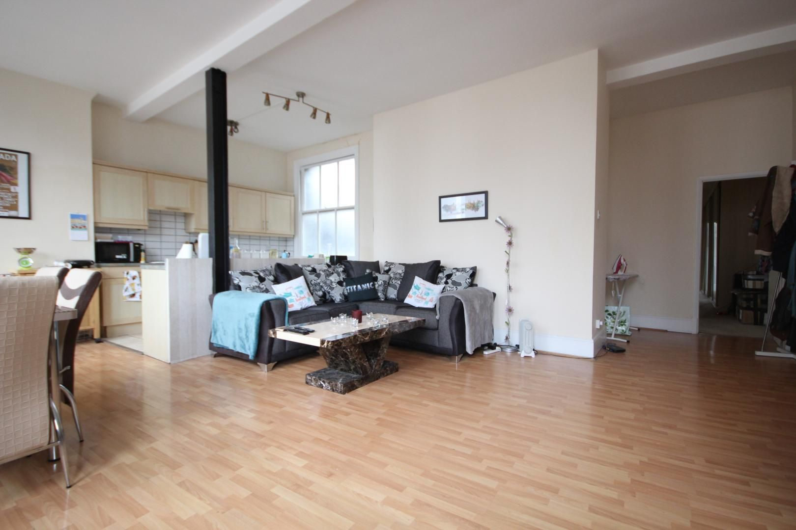 2 bed flat to rent in Whitechapel High Street, E1