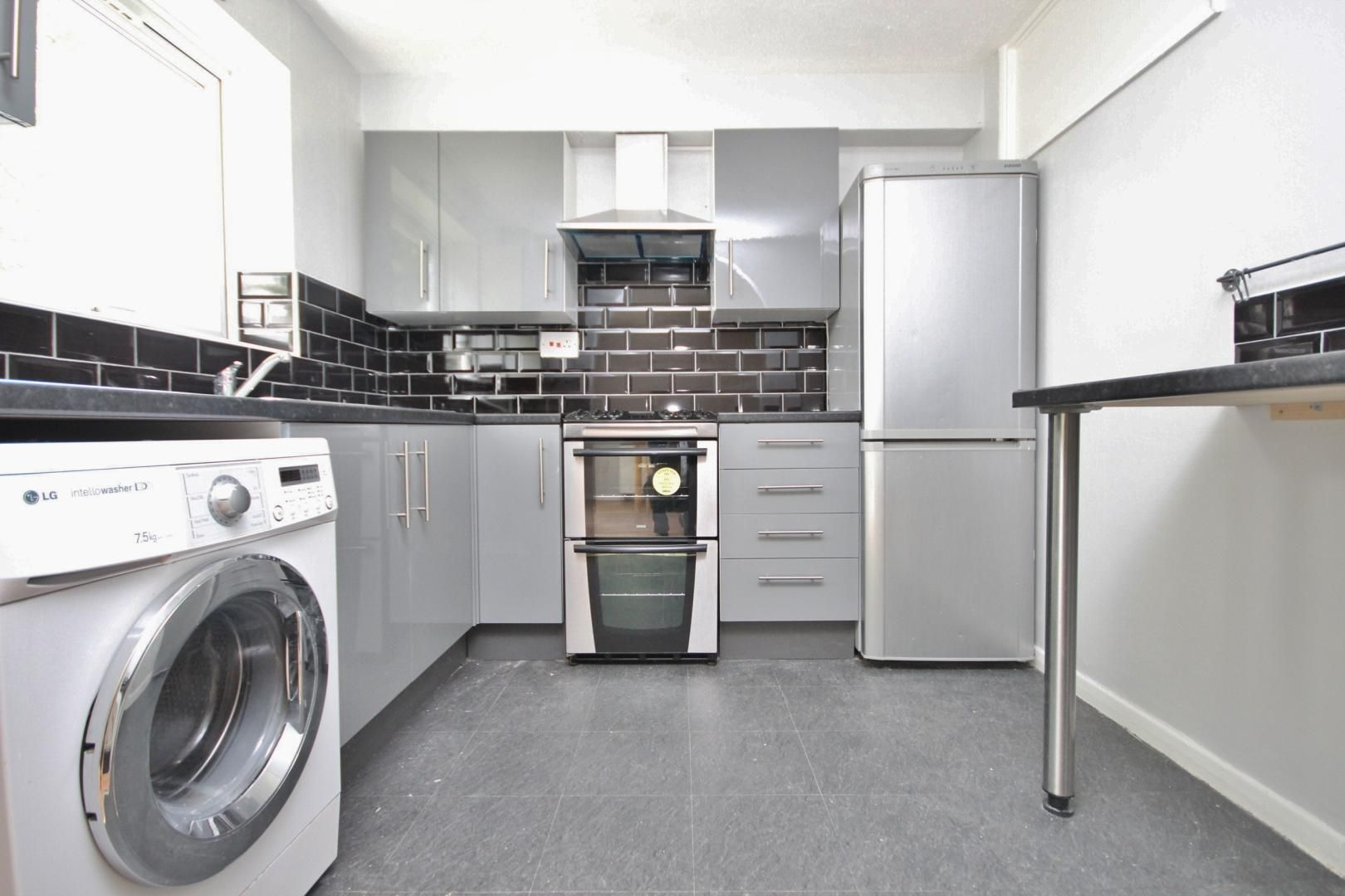 2 bed flat for sale in Meads Court  - Property Image 2