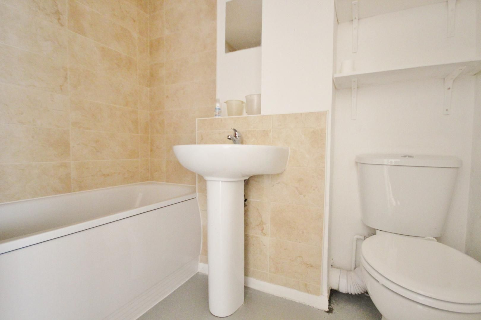 2 bed flat for sale in Meads Court  - Property Image 3