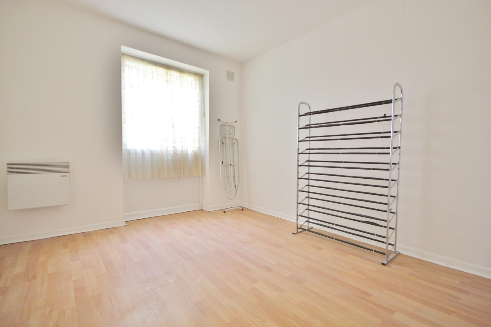2 bed flat for sale in Meads Court  - Property Image 4