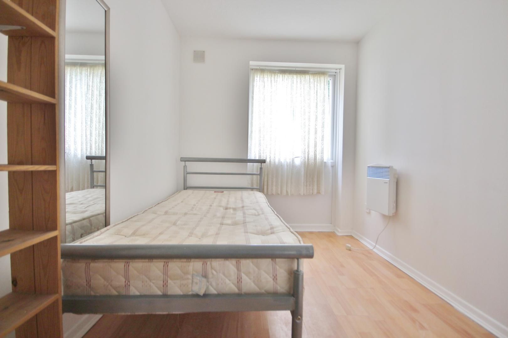 2 bed flat for sale in Meads Court  - Property Image 5