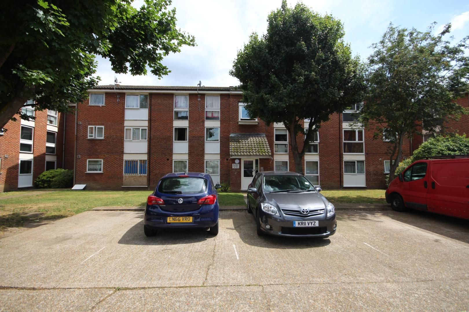 2 bed flat for sale in Meads Court  - Property Image 6