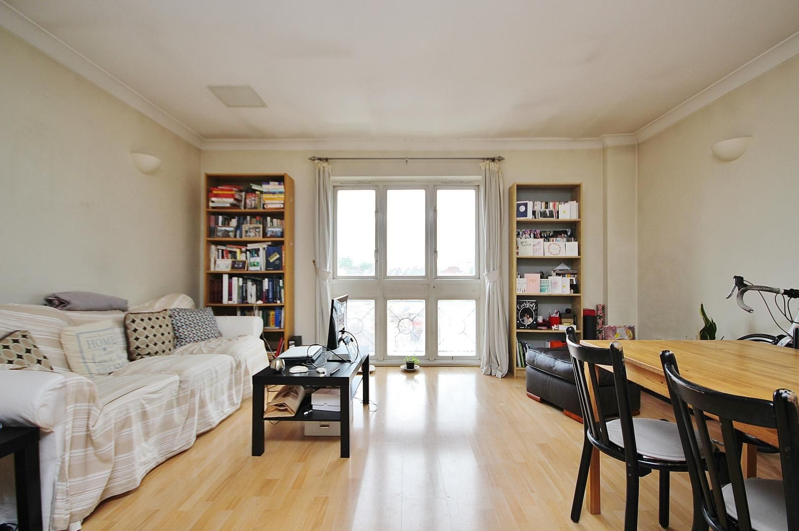 1 bed flat to rent in Deen Court  - Property Image 1