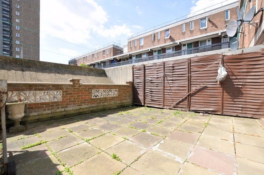 3 bed flat to rent in Bird In Bush Road, SE15