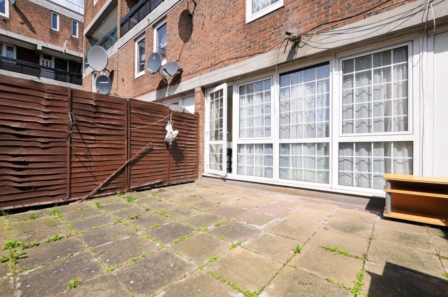 3 bed flat to rent in Bird In Bush Road  - Property Image 2