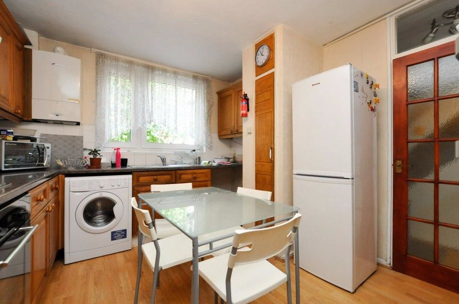 3 bed flat to rent in Bird In Bush Road  - Property Image 4