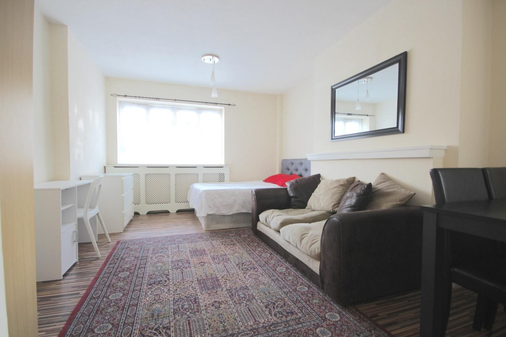 4 bed flat to rent in Church Street Estate  - Property Image 2