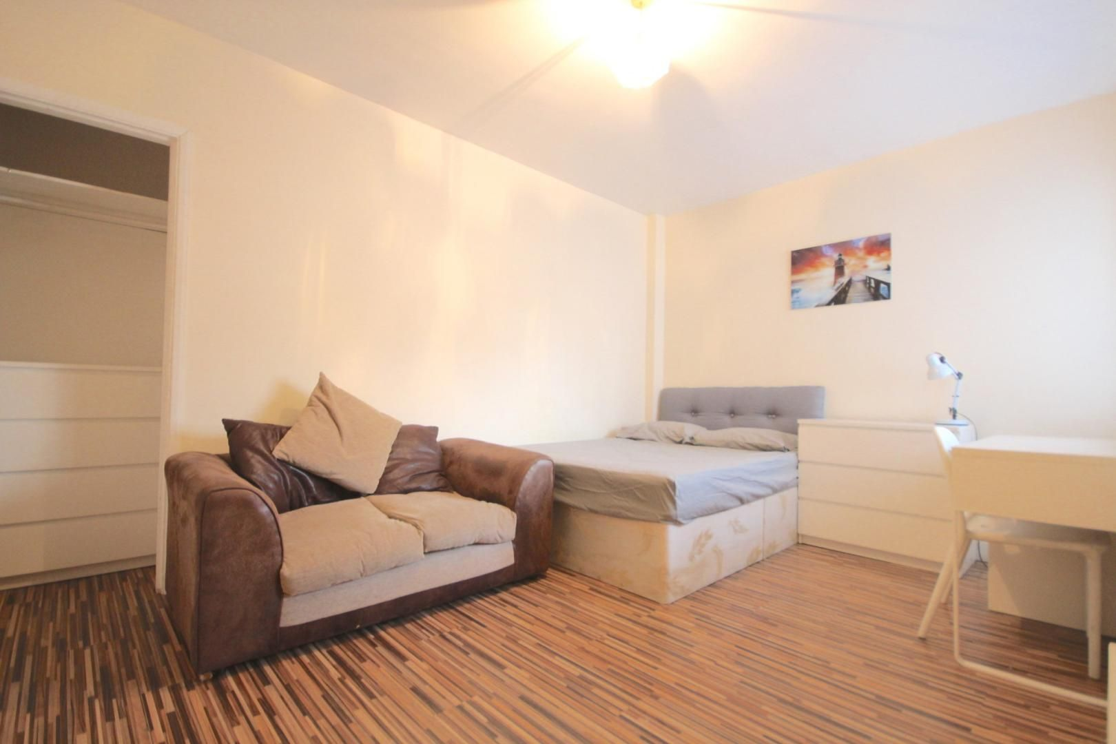 4 bed flat to rent in Church Street Estate  - Property Image 3