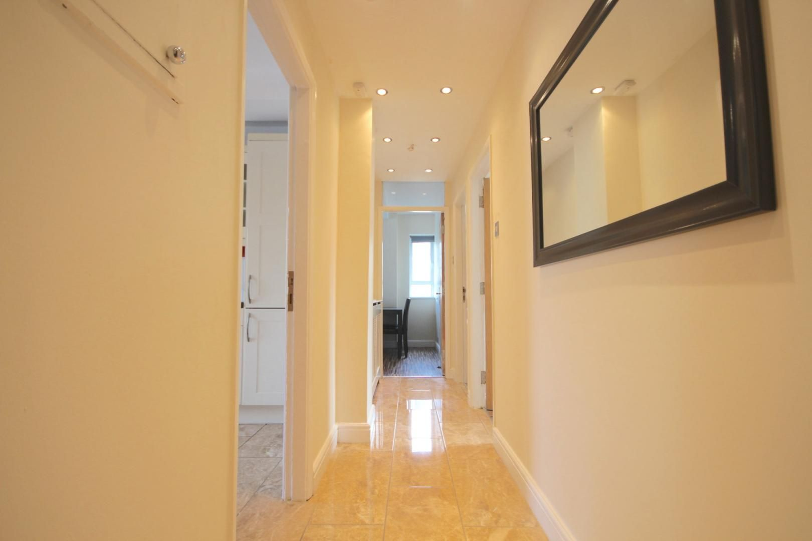 4 bed flat to rent in Church Street Estate  - Property Image 5