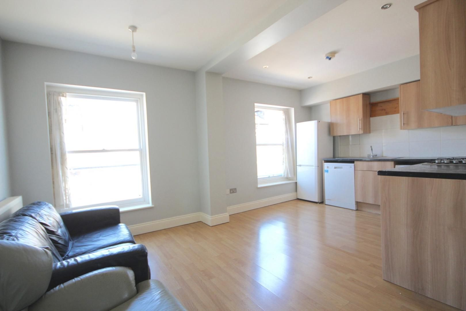 3 bed flat to rent in High Street  - Property Image 5