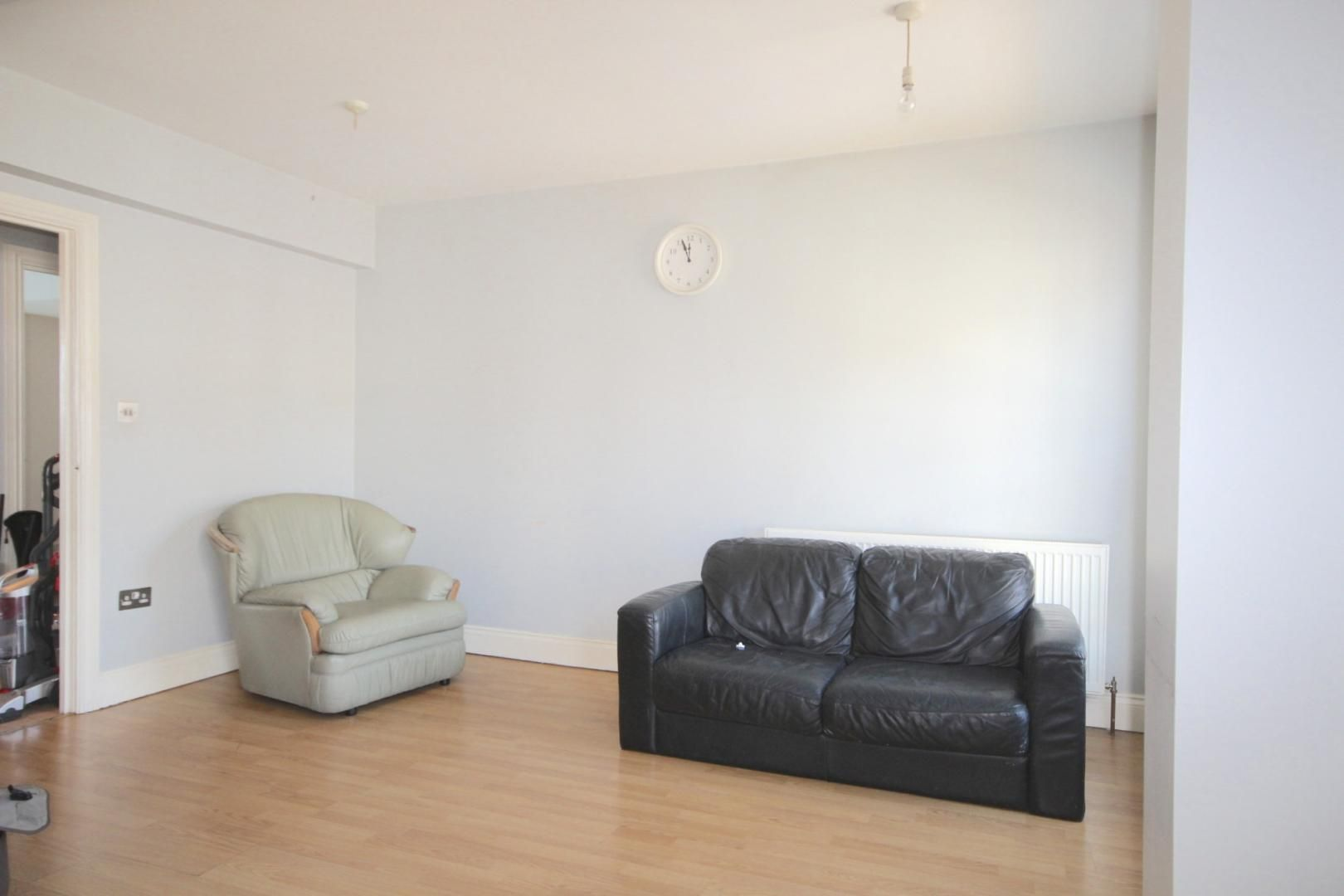 3 bed flat to rent in High Street  - Property Image 9