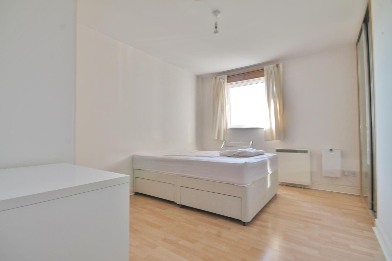 1 bed flat to rent in Fishguard Way  - Property Image 2