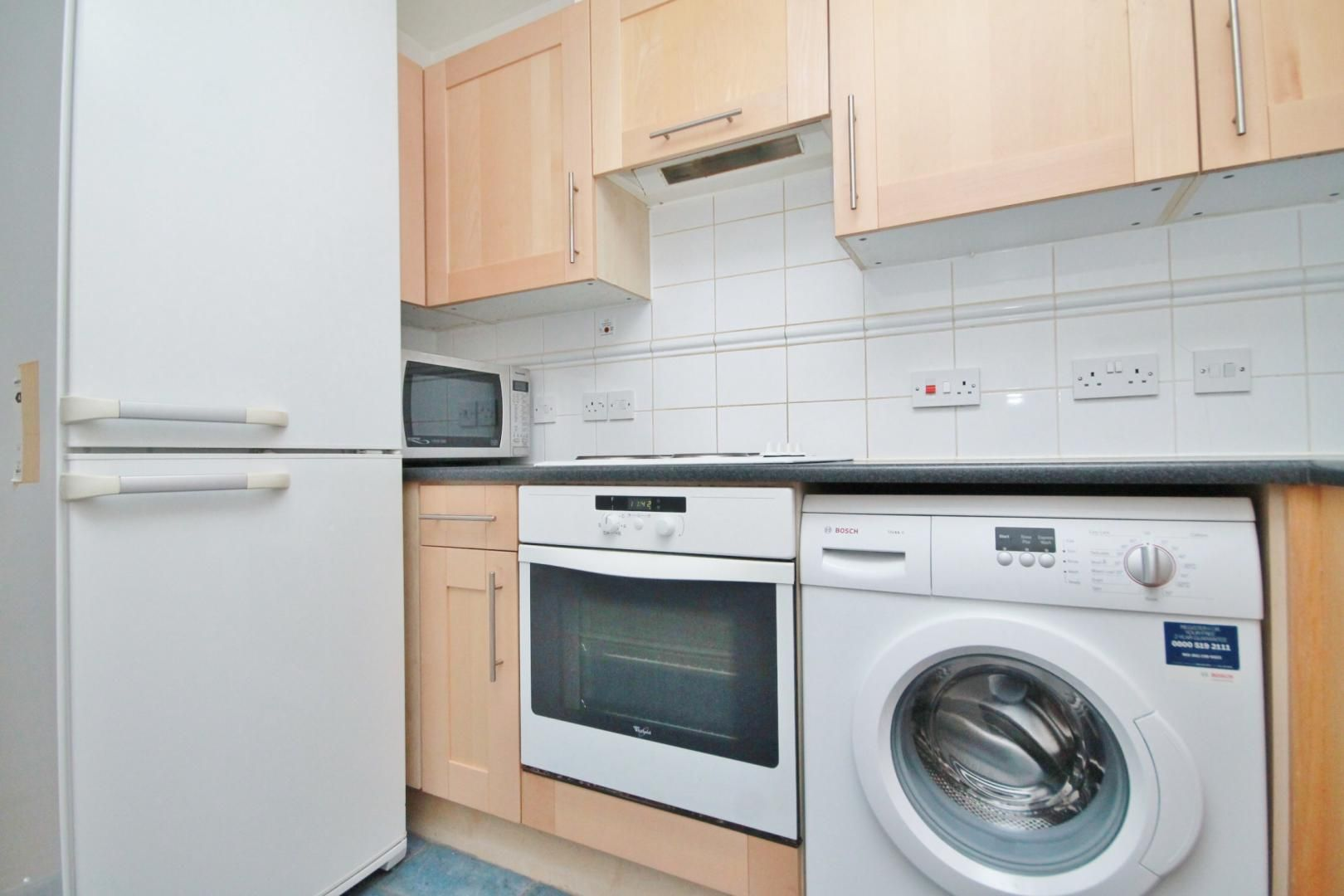 1 bed flat to rent in Fishguard Way  - Property Image 3