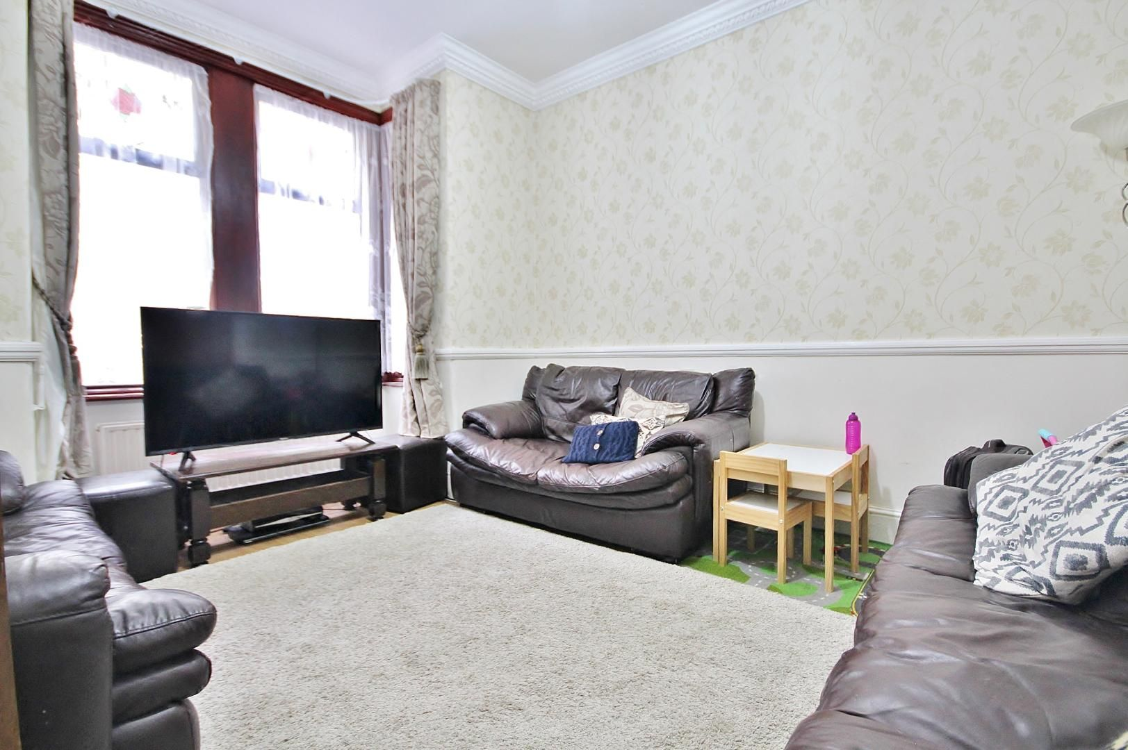 3 bed flat to rent in Forest Road  - Property Image 5