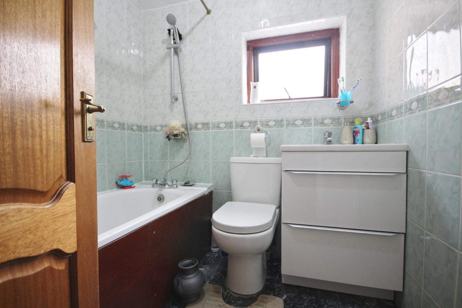 3 bed flat to rent in Forest Road  - Property Image 8