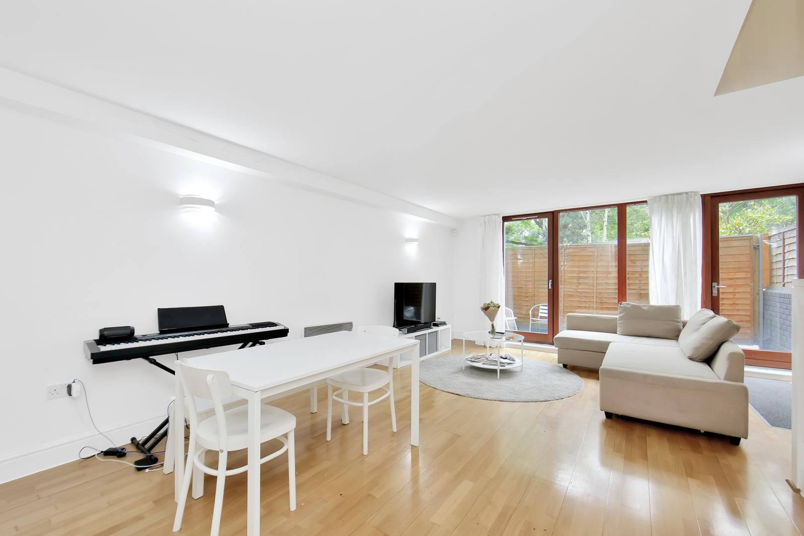 3 bed flat to rent in Naylor Building East - Property Image 1