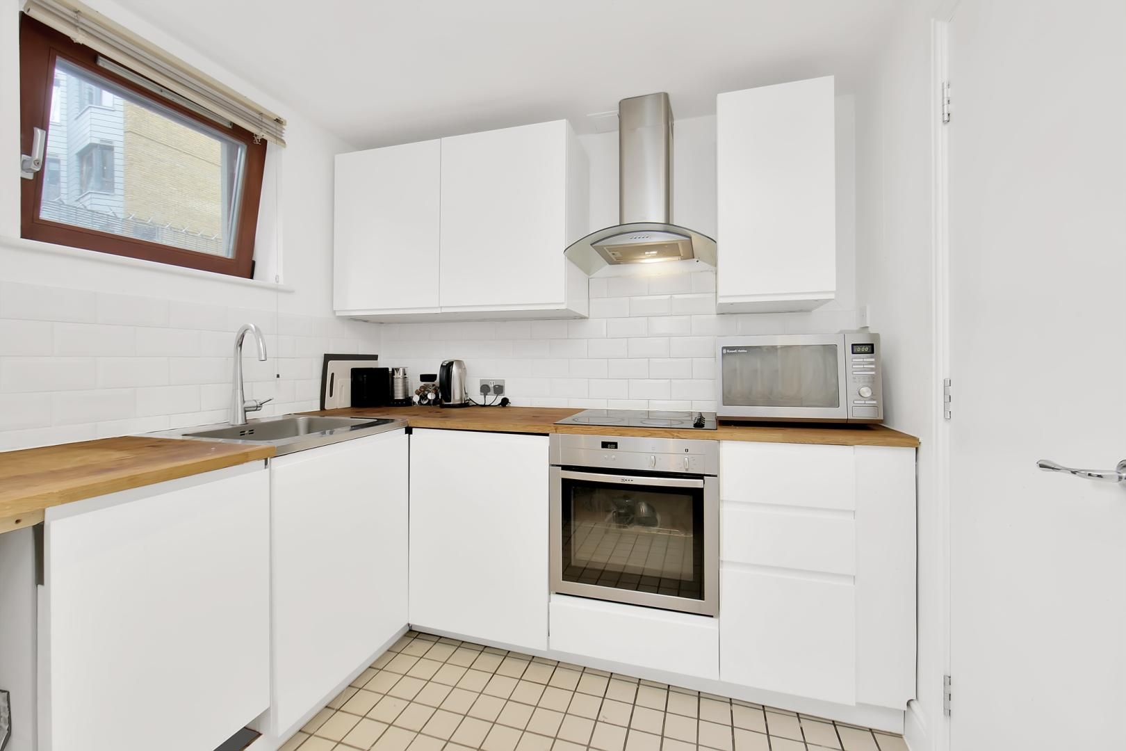 3 bed flat to rent in Naylor Building East  - Property Image 4
