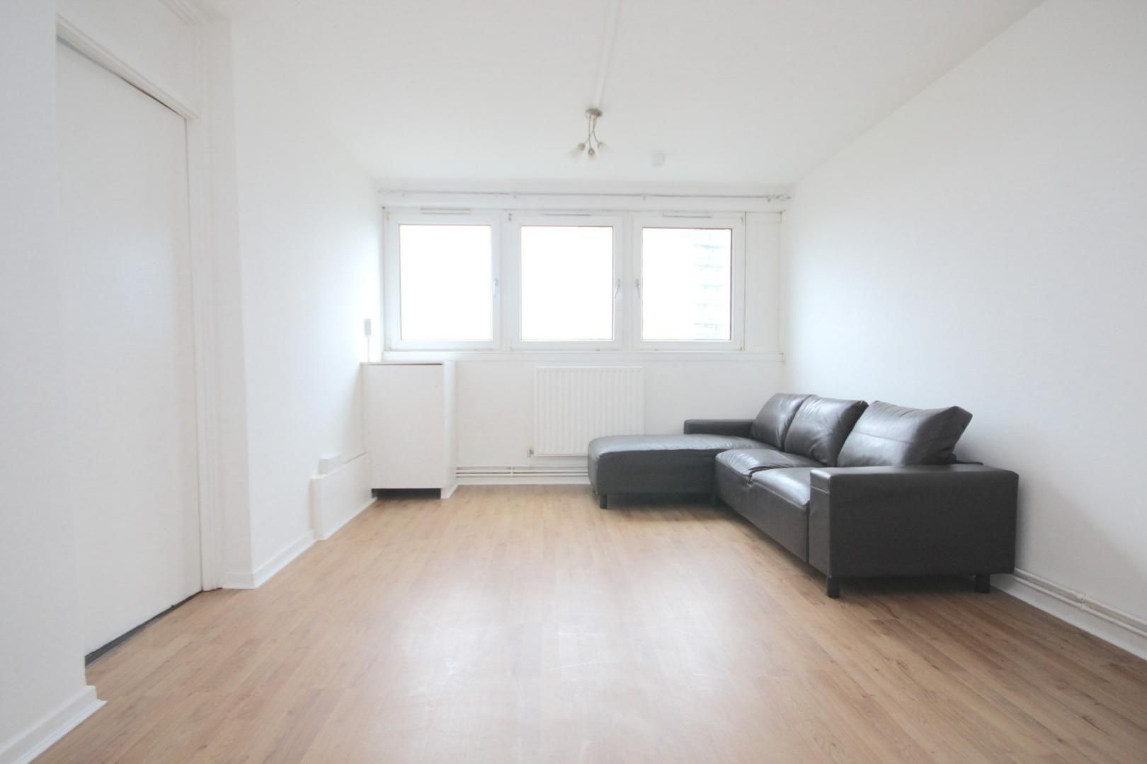 1 bed flat to rent in Aubrey Moore Point  - Property Image 2