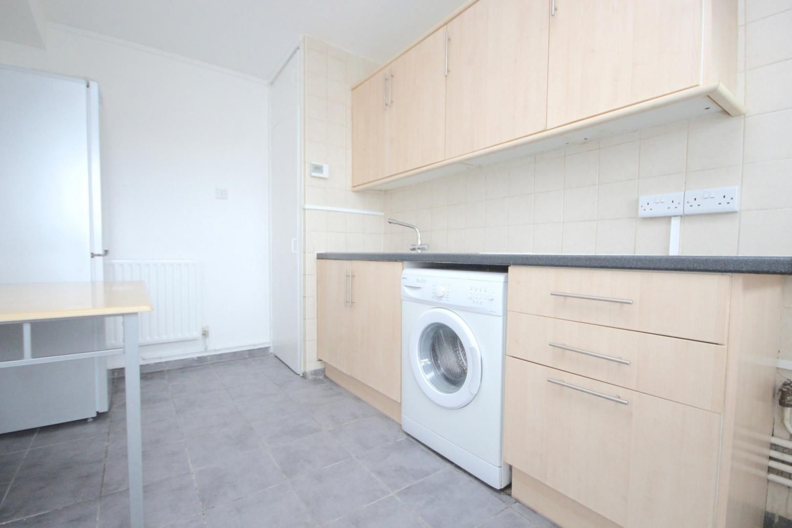 1 bed flat to rent in Aubrey Moore Point  - Property Image 4