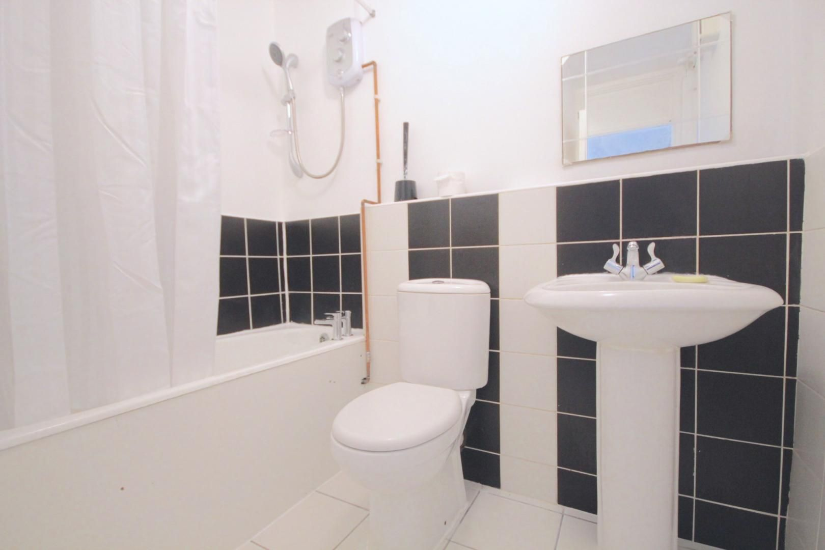 1 bed flat to rent in Aubrey Moore Point  - Property Image 5