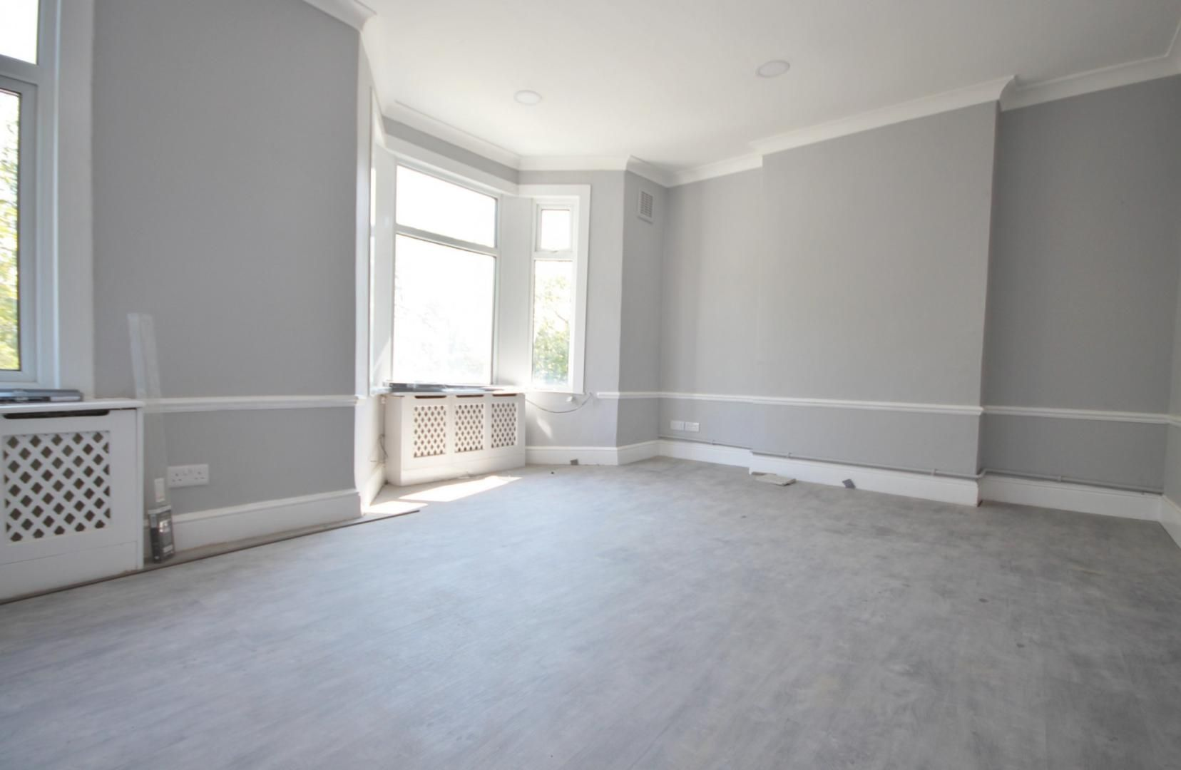 2 bed flat to rent in Forest Drive, E12