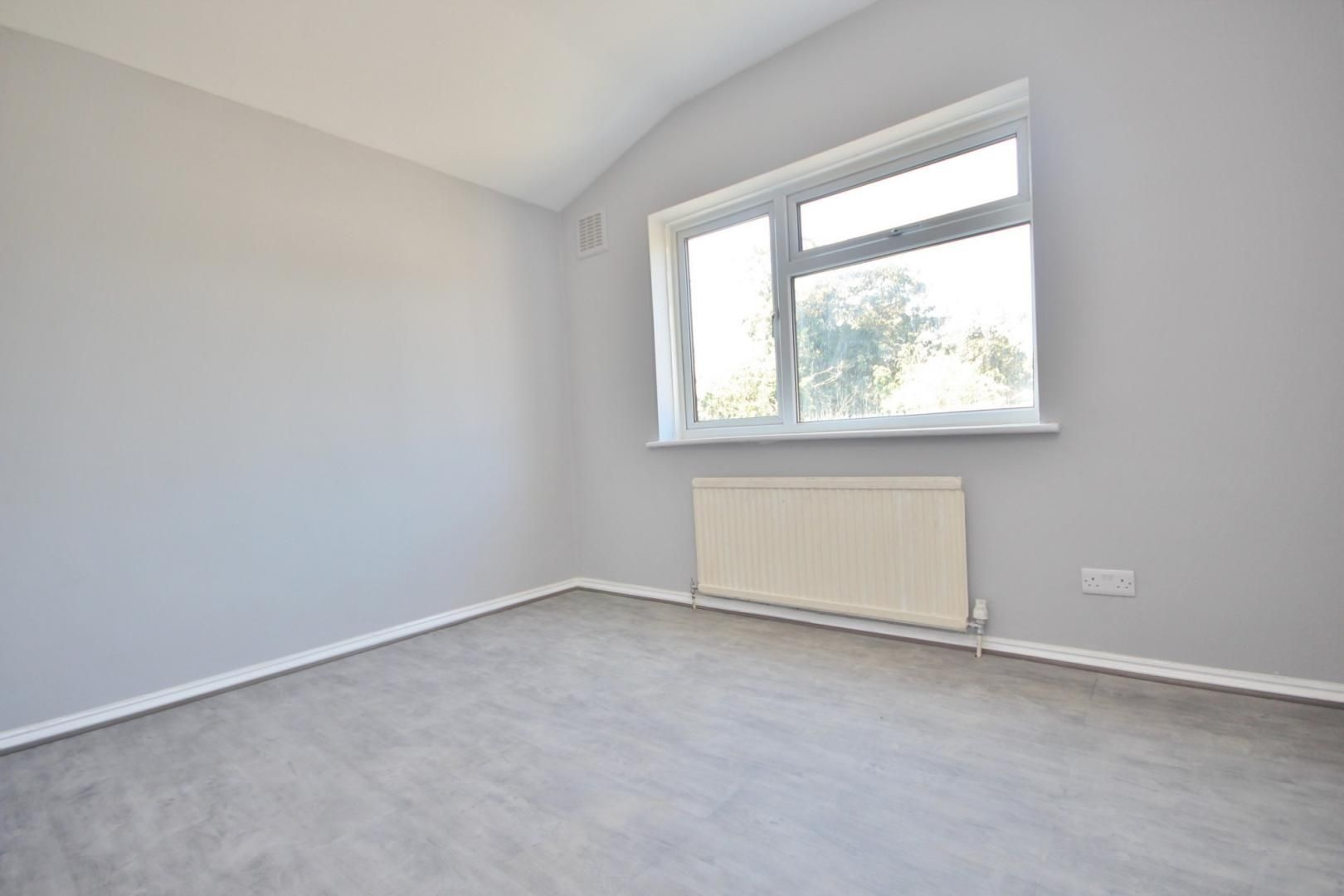 2 bed flat to rent in Forest Drive  - Property Image 4
