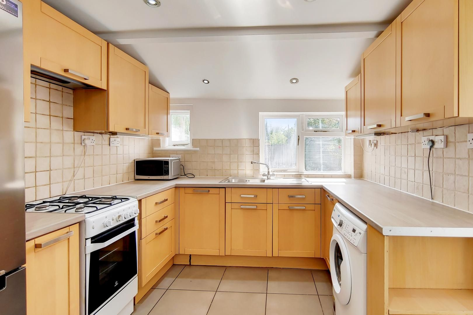 4 bed house to rent in Portway  - Property Image 1