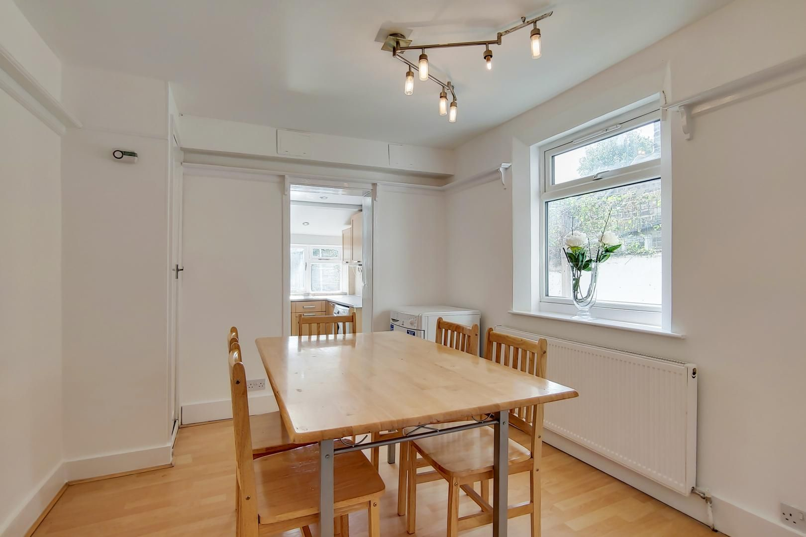 4 bed house to rent in Portway  - Property Image 6