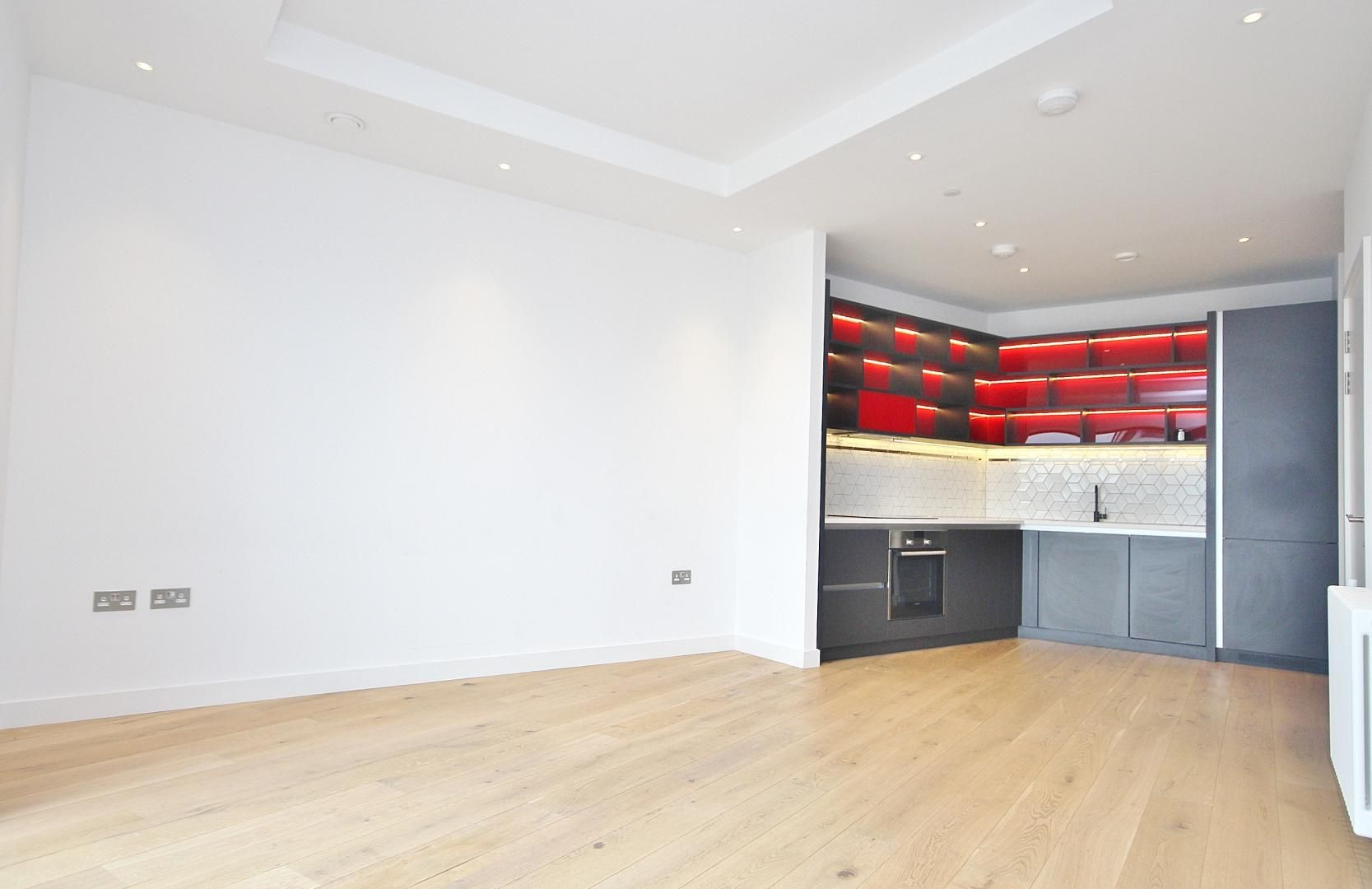 1 bed flat to rent in Modena House, E14