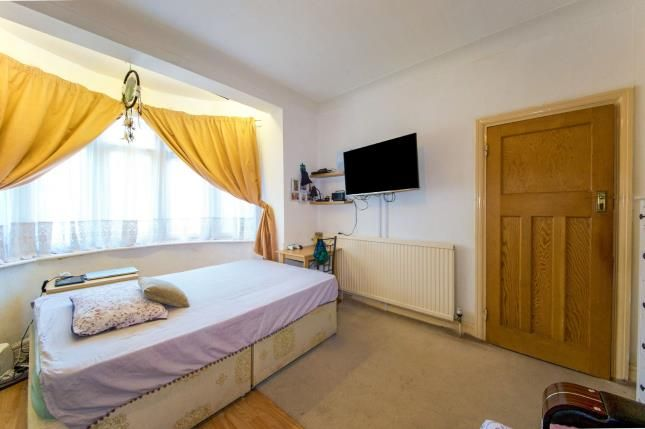3 bed house for sale in Roy Gardens  - Property Image 6
