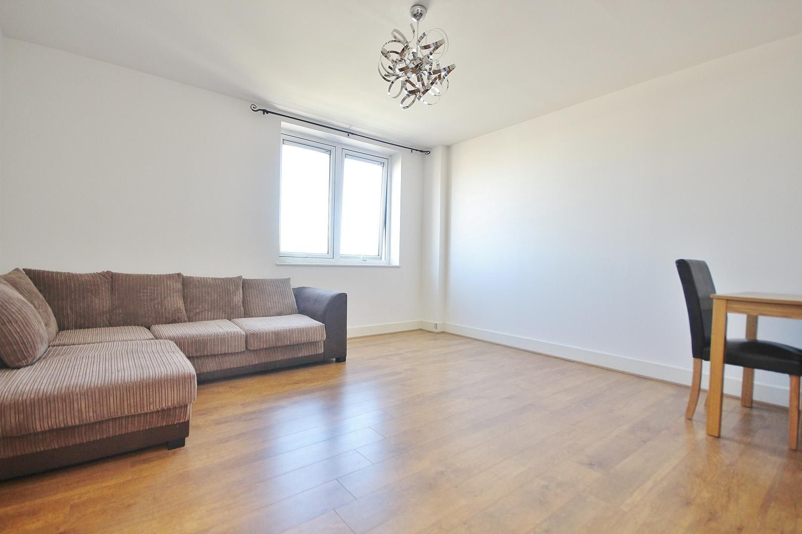 1 bed flat to rent in Skyline Plaza, E1