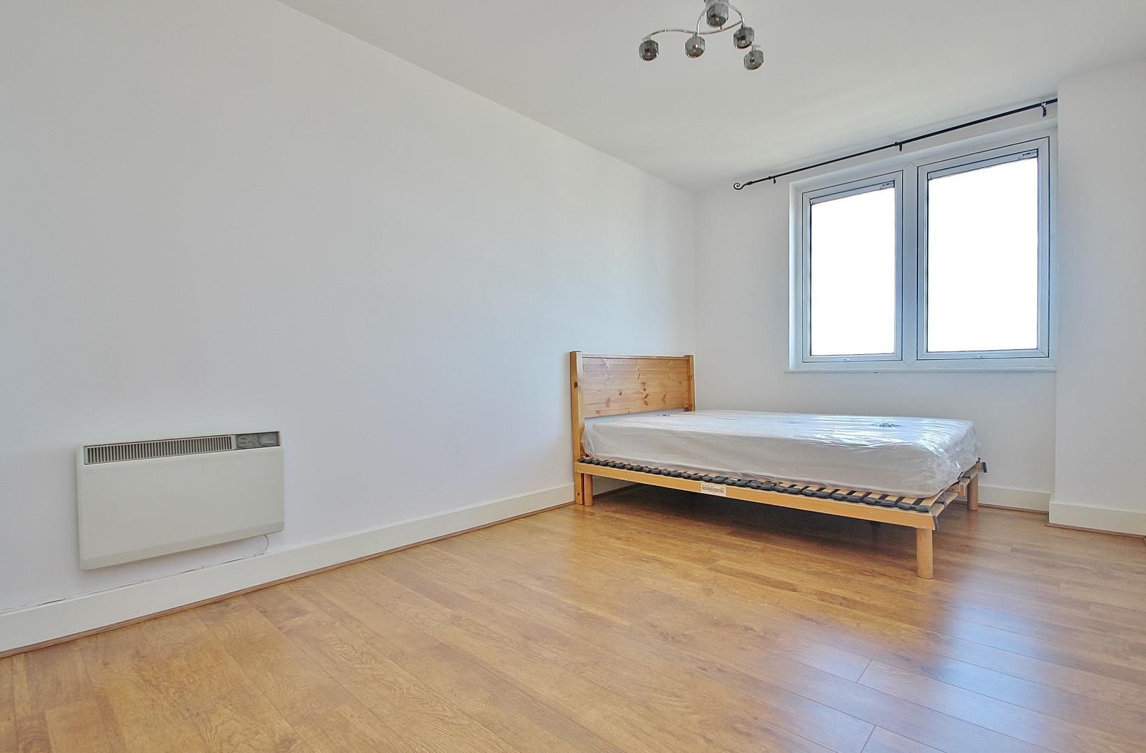 1 bed flat to rent in Skyline Plaza  - Property Image 2
