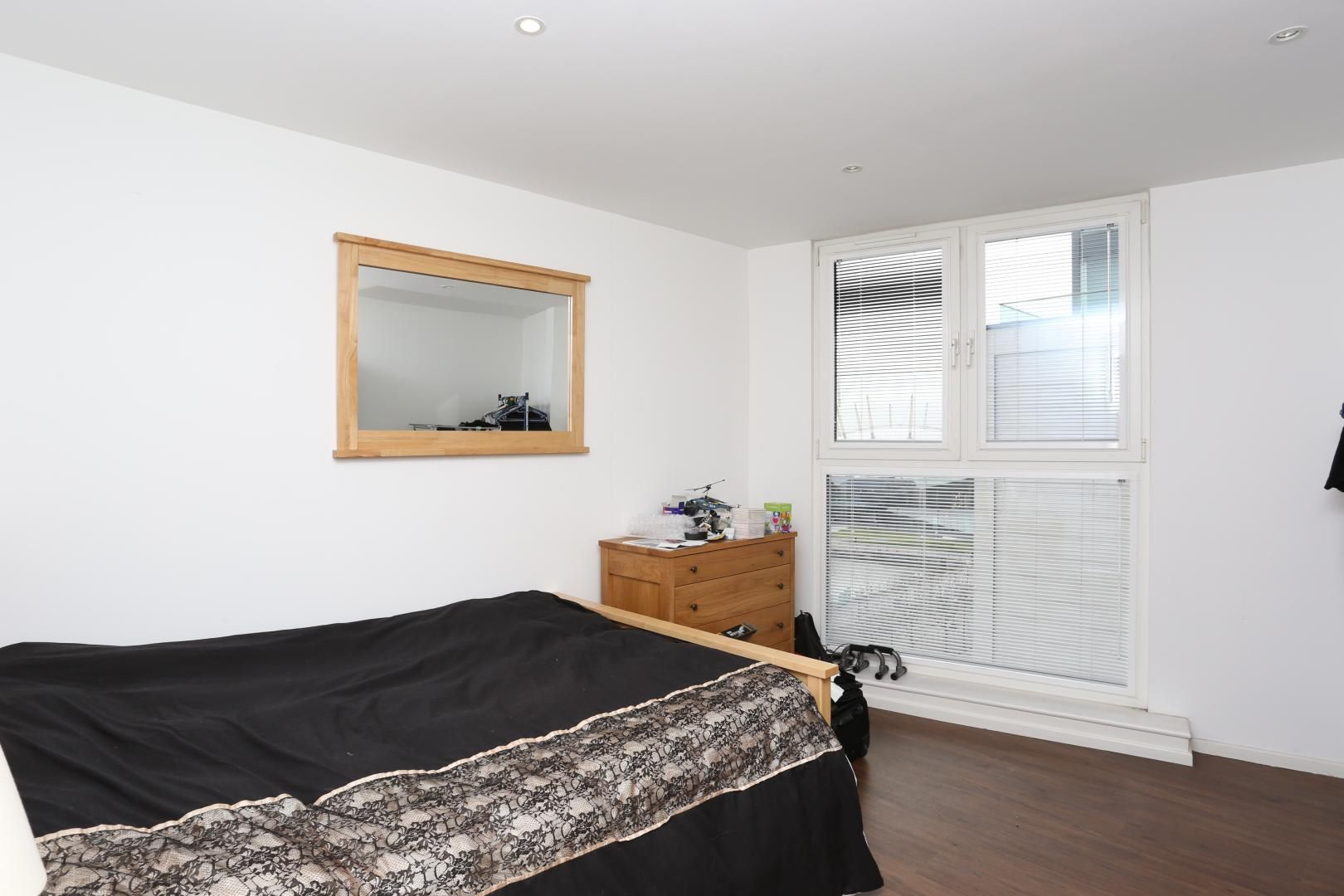 2 bed flat to rent in The Oxygen  - Property Image 7