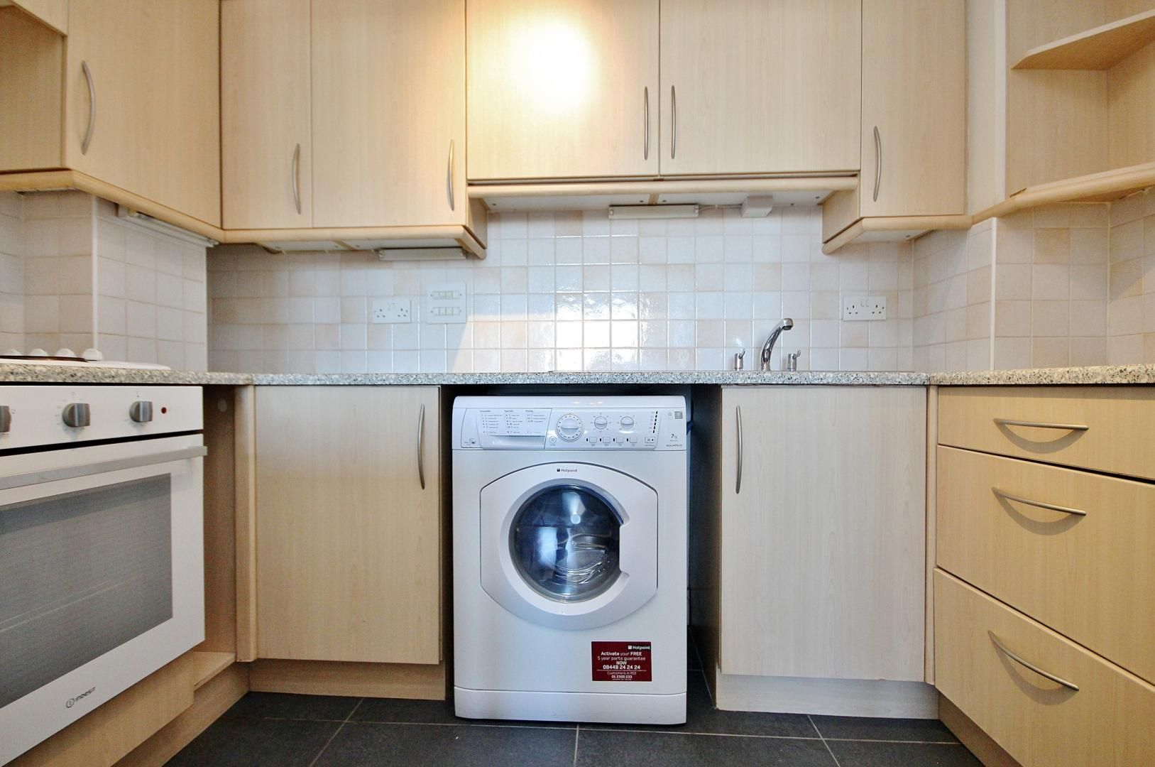 1 bed flat to rent in Skyline Plaza  - Property Image 4