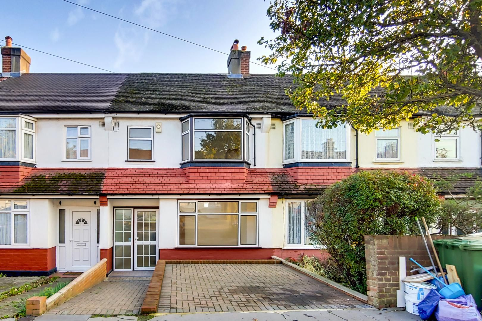 3 bed house to rent in Harrington Road, SE25