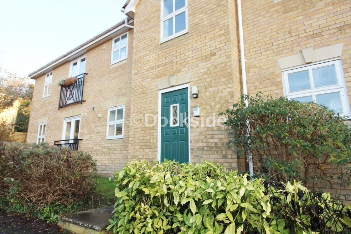 2 bed flat to rent in Harriet Drive, ME1