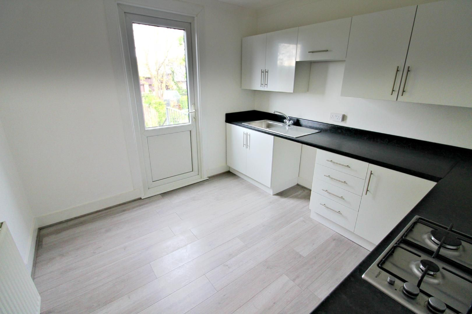 3 bed flat to rent in Hastings Road  - Property Image 3