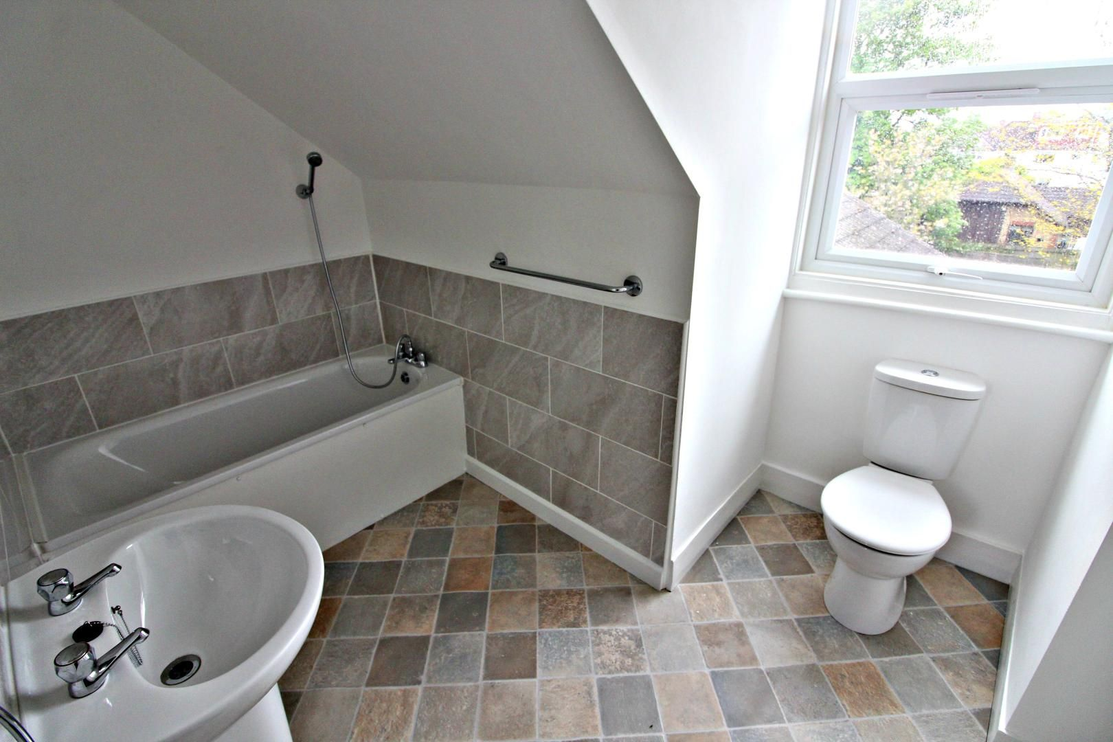 3 bed flat to rent in Hastings Road  - Property Image 8