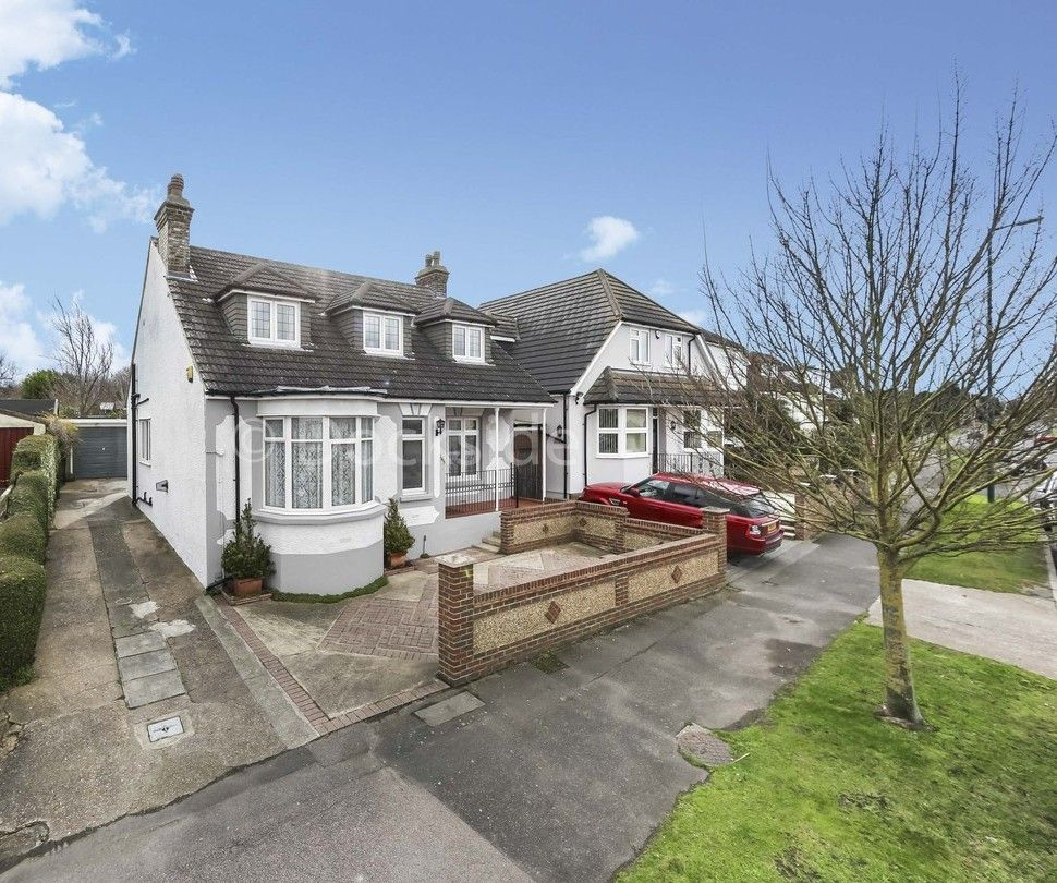 4 bed house for sale in Brompton Farm Road  - Property Image 1