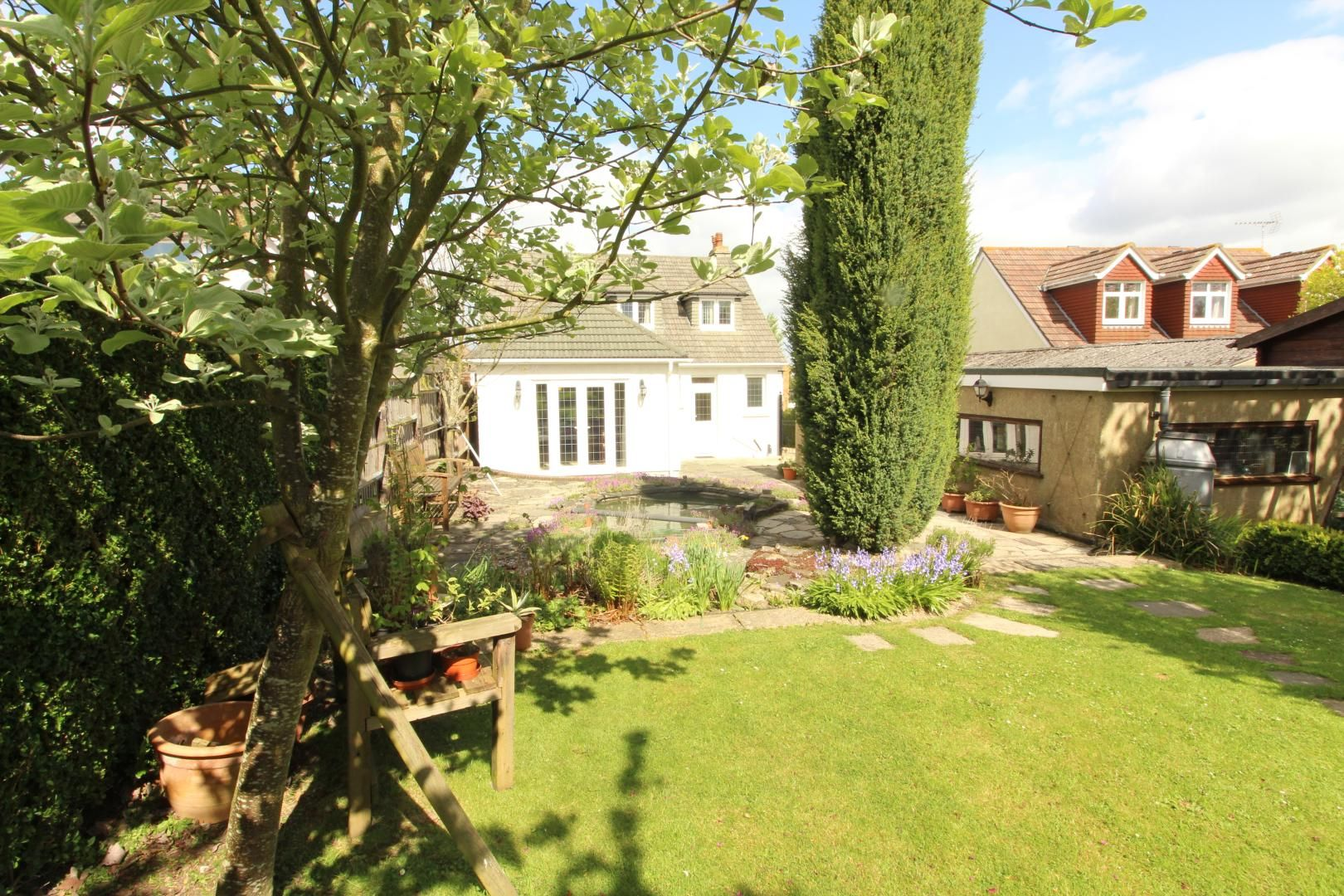 4 bed house for sale in Brompton Farm Road  - Property Image 3