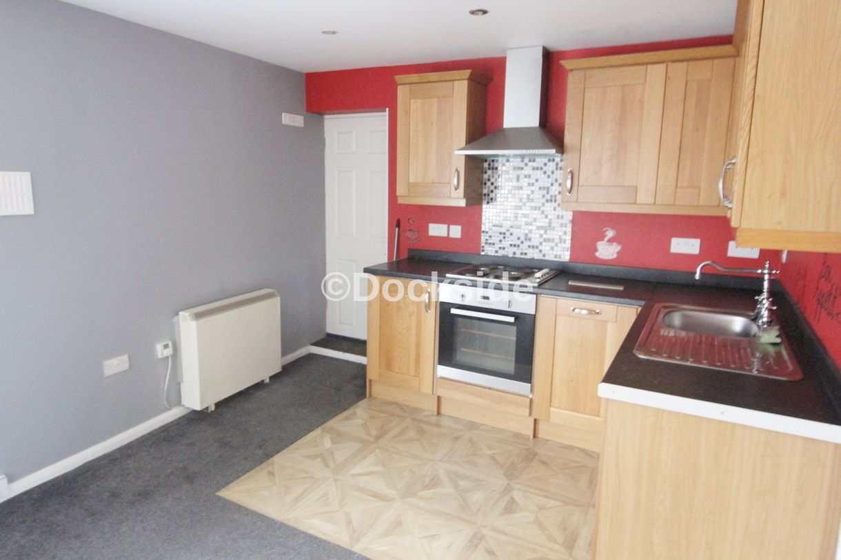 2 bed flat for sale in Morgan Road  - Property Image 3