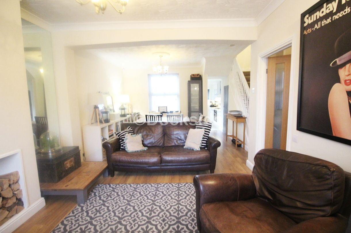 2 bed house to rent in Wellington Street  - Property Image 2