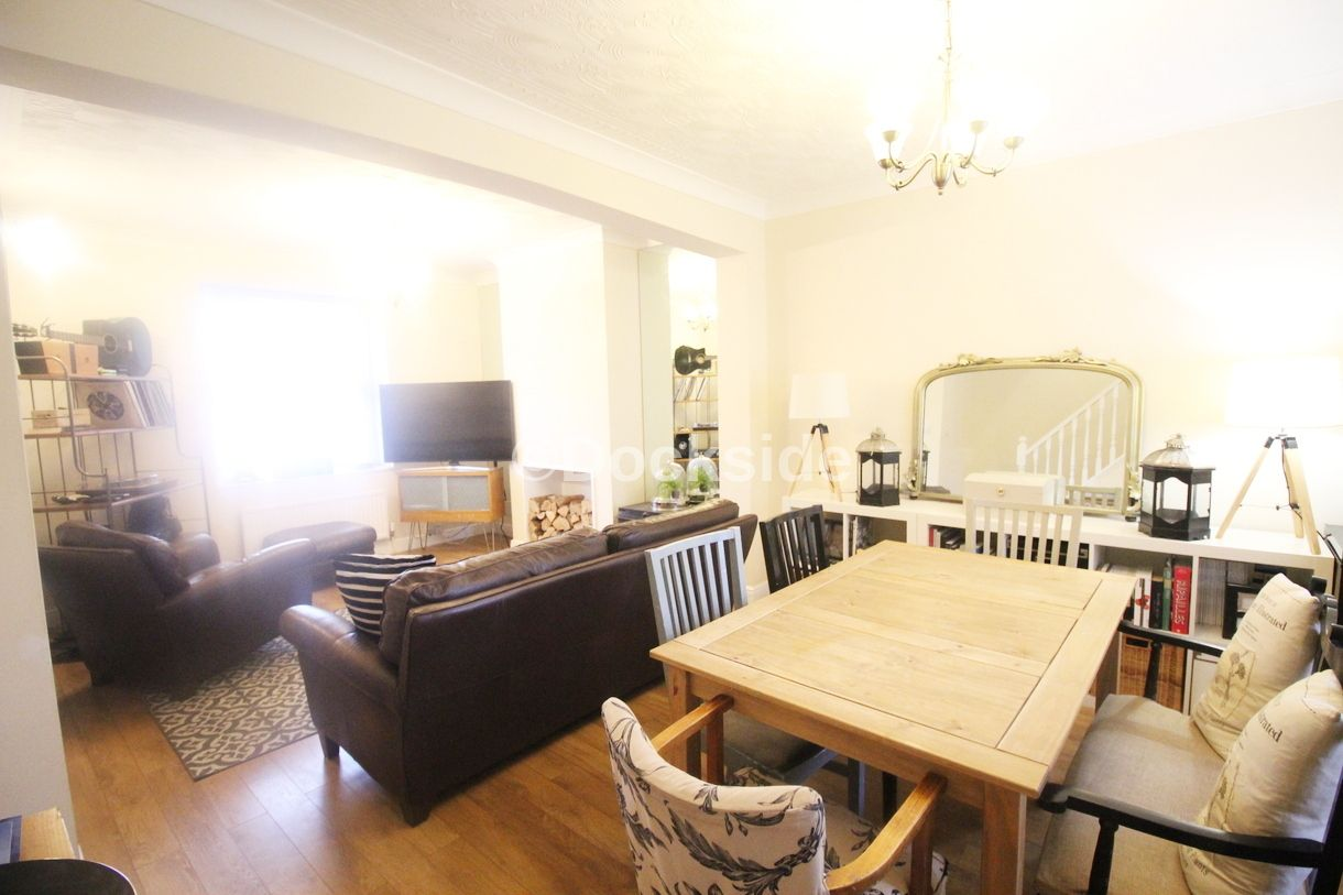 2 bed house to rent in Wellington Street  - Property Image 3