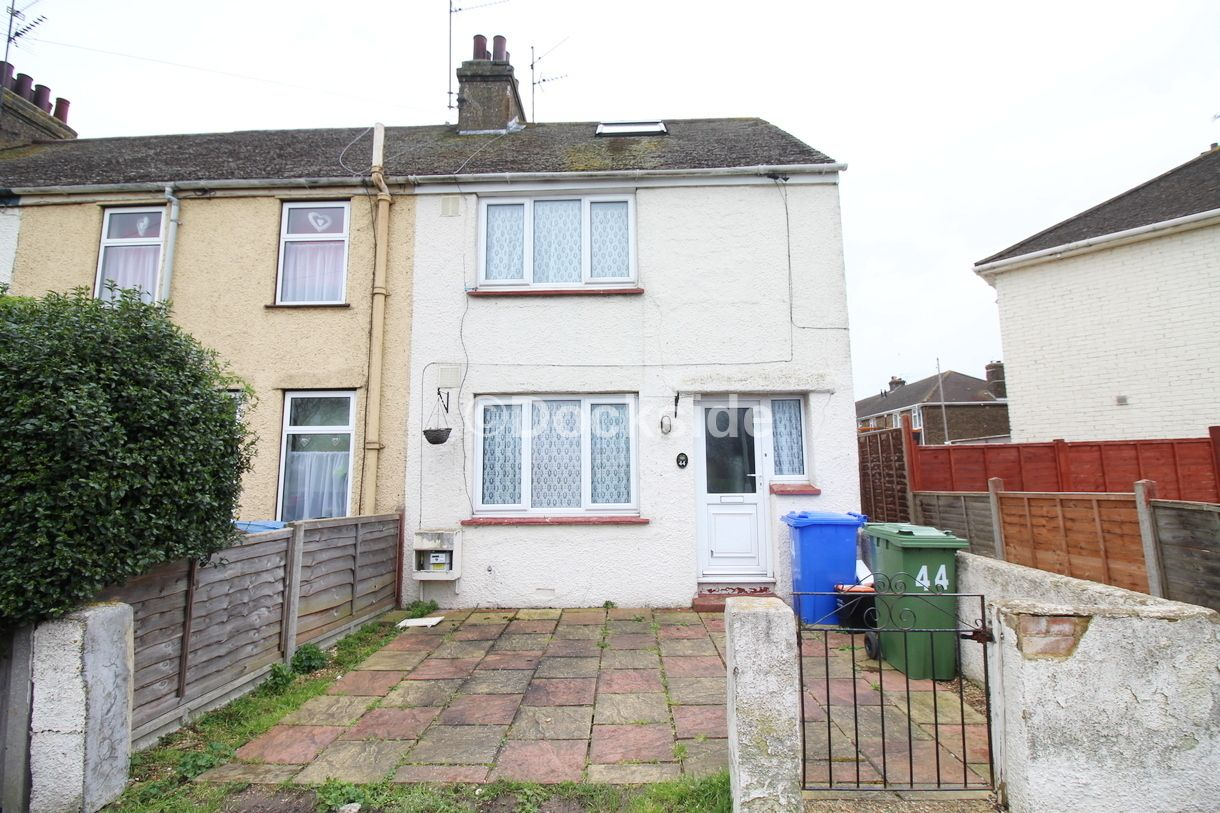 4 bed house to rent in New Road, ME12