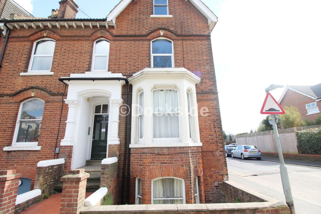 Flat to rent in Maidstone Road, ME1