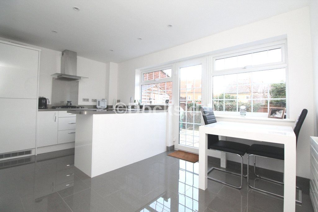 3 bed house for sale in Kingsnorth Close, ME3