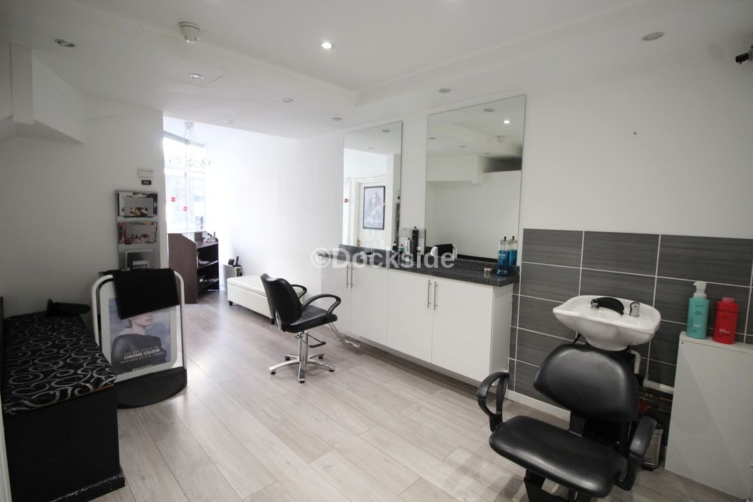 Commercial property to rent in 24 High Street  - Property Image 3