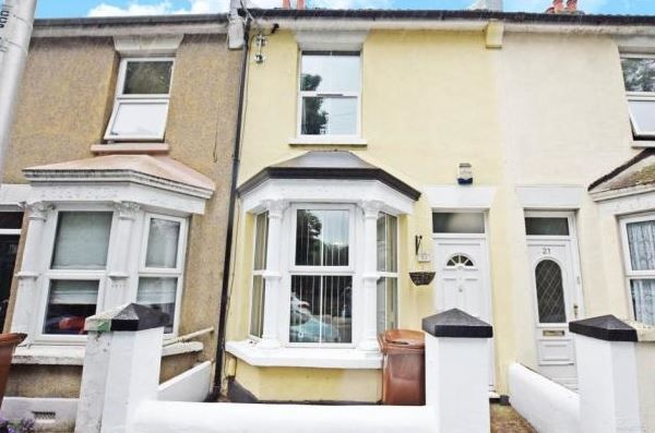 3 bed house to rent in Court Lodge Road, ME7