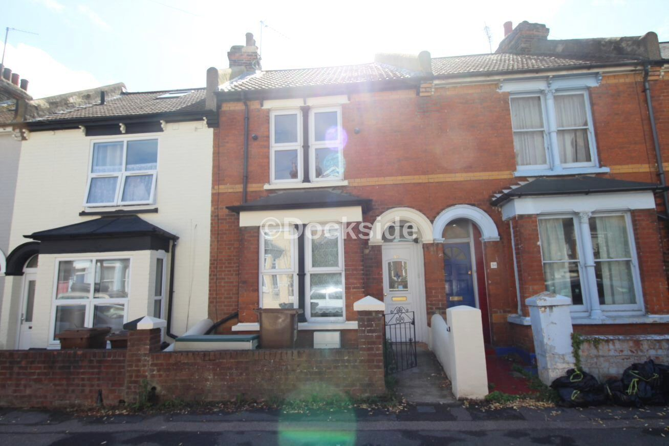 2 bed house to rent in Weston Road, ME2
